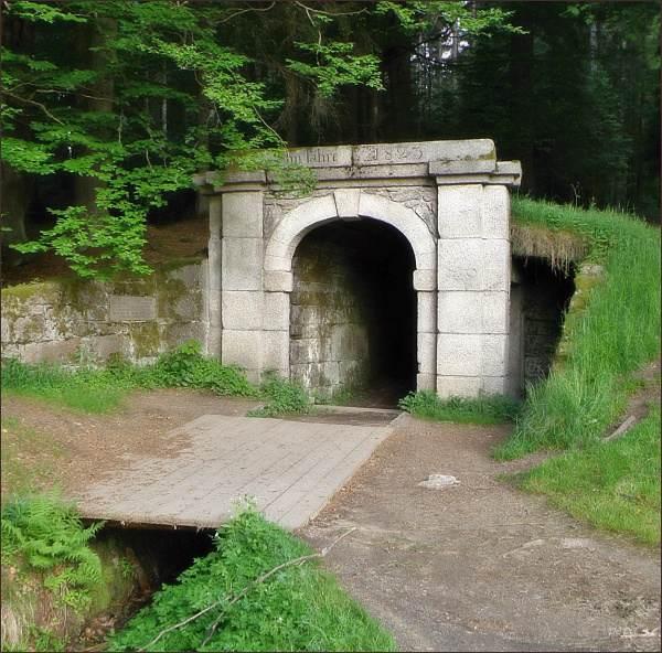 Dolní portál tunelu na Schwarzenberském plavebním kanálu u Jeleních Vrchů