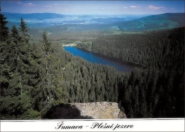 Plešné jezero od Stifterova pomníku. Pohlednice z roku 1990