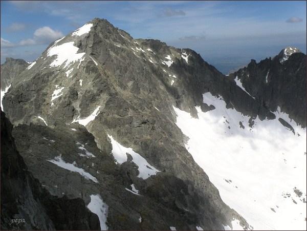 Baranie rohy ze Spišskej ihly. Vlevo Snehový štít, vpravo Čierny, za ním Kolový štít