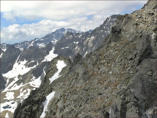 Malý Ľadový štít a Prostredný hrebeň ze Spišskej ihly. Na horizontu Gerlachovský štít