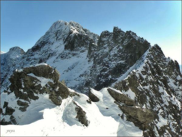 Spišský štít (vpravo od středu fotografie) z Baraních rohov