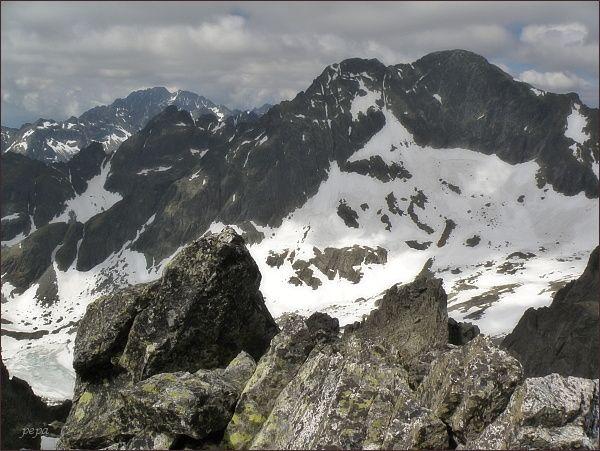 Ľadové štíty a Široká veža ze Spišského štítu. Na zadním horizontu Gerlachovský štít