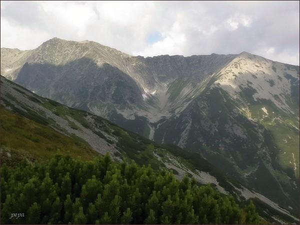 Na severovýchodním okraji Wołoszyna. Dále Dolina Waksmundzką, vlevo Wielka Koszysta