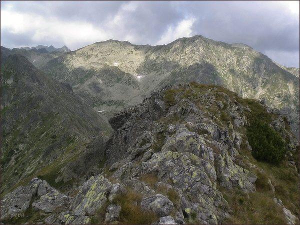 Dolina Waksmundzką, Waksmundzki Wierch a Wielka Koszysta (vpravo) ze Skr. Wołoszyna