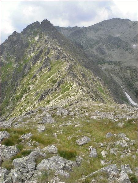Niżnia Wołoszyńska Przełęcz, Pośredni a Wielki Wołoszyn ze Skr. Wołoszyna. Vpravo Dolina Waksmundzką a Waksmundzki Wierch