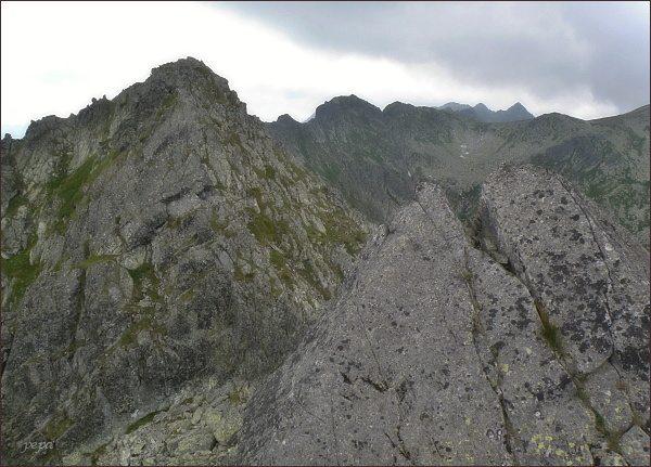 Pośredni (vlevo),Wielki a Mały Wołoszyn (uprostřed)