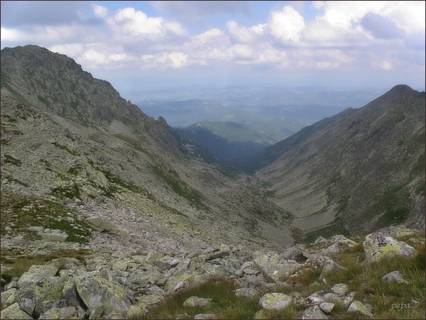 Dolina Waksmundzką z Mał. Wołoszyna. Vlevo Wielka Koszysta