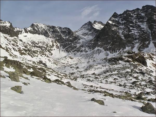 Rysy (zleva), Váha, Ťažký štít, Vysoká a Kôpky nad Žabiou Meng. dolinou