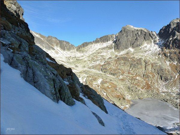 Snehový štít a Ľadové sedlo od Pfinnovej kopy. Vpravo Baranie rohy a Baranie sedlo