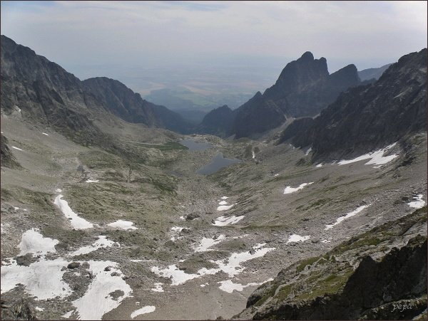 Malá Studená dolina ze Snehového štítu. Vpravo Prostredný hrebeň