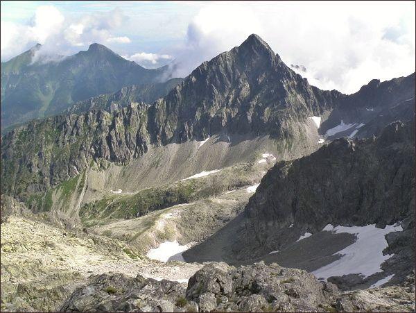 Kolový štít a horní patro Čiernej Javorovej doliny ze Snehovej strážnice