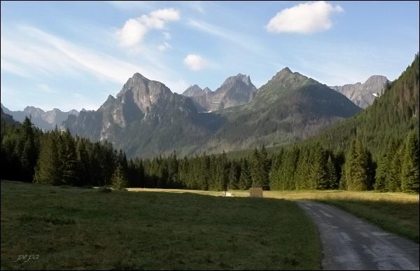 Bielovodská dolina. Vlevo štíty v závěru Kačacej doliny, zleva Batizovský, Kačací a Popradský Ľadový