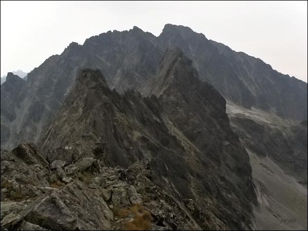 Kačací štít (nejblíže), Batizovský štít a masív Gerlachovského štítu z Popradského Ľadového štítu
