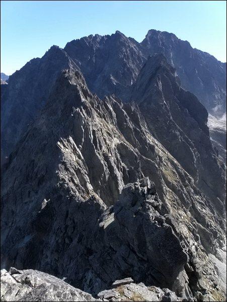 Kačací štít (nejblíže) z Popradského Ľadového štítu