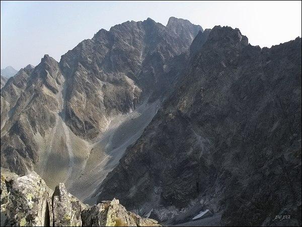 Kačací štít z Hrubej Snežnej kopy. V pozadí masív Gerlachovského štítu, vlevo Litvorový štít