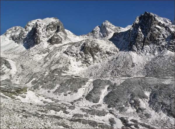 Veľká Studená dolina. Zleva Javorové štíty, Ostrý štít a Strelecká veža