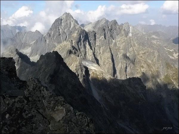 Pohled z Batizovského štítu  k východu. Uprostřed Vysoká, Váha, Rysy a Ganek