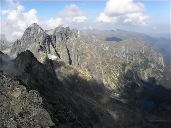 Batizovský štít, pohled do Kačacej doliny. Vlevo Vysoká, vpravo Mlynár