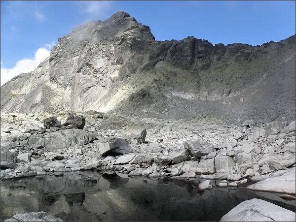 Batizovský hrb. Vlevo Batizovský štít