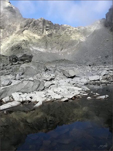 Batizovský hrb nad Batizovskou dolinou. Uprostřed Východné Batizovské sedlo