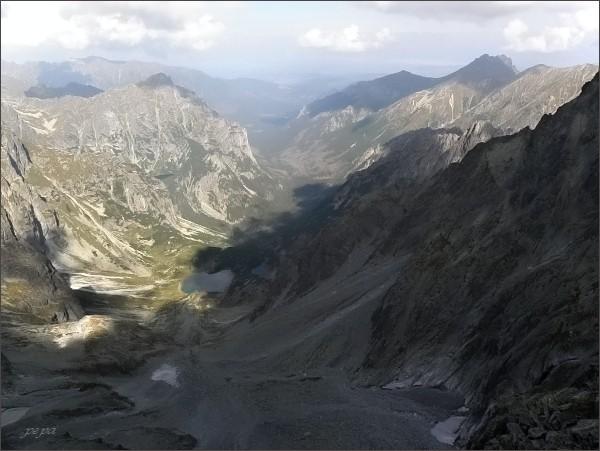 Batizovský hrb. Pohled do Kačacej a Bielovodskej doliny. Vlevo Mlynár, vpravo Široká