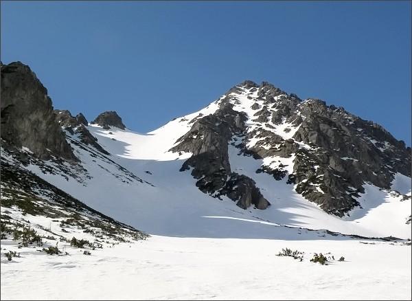 Predné Solisko (vlevo) Soliskový hrb, Soliskové sedlo a Mlynické Solisko nad Mlynickou dolinou
