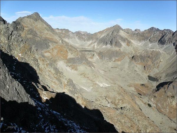 Mlynická dolina z Mlynického Soliska. Vlevo Veľké Solisko, vpravo Štrbský štít