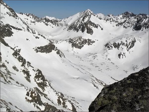Mlynická dolina z Mlynického Soliska. Uprostřed Štrbský štít