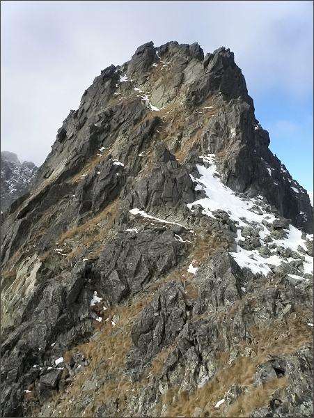 Prostredná Slavkovská veža nad Temnou lávkou