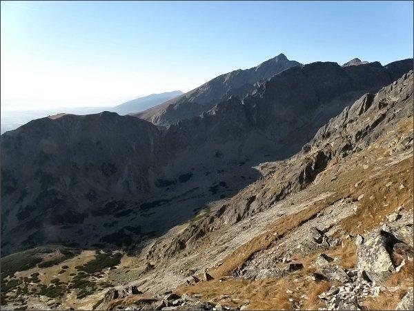 Sedielková kopa (vlevo), hrebeň Ostrej a Kriváň ze Soliskového hrbu
