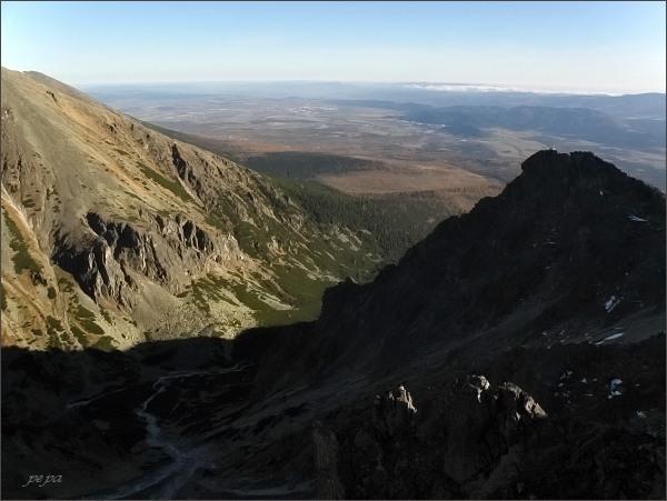 Ústí Mlynickej doliny a Predné Solisko ze Soliskového hrbu