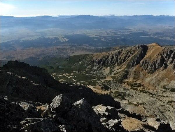 Furkotská dolina a Sedielková kopa z Furkotského Soliska. Na horizontu Nízke Tatry