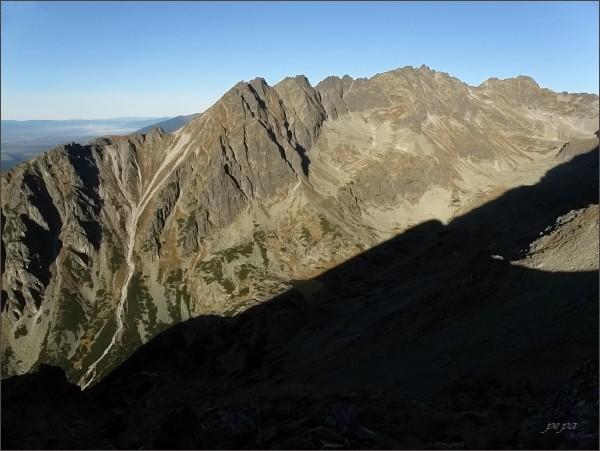 Soliskový hrebeň z Hrebeňa Bášt (Malé Solisko uprostřed)