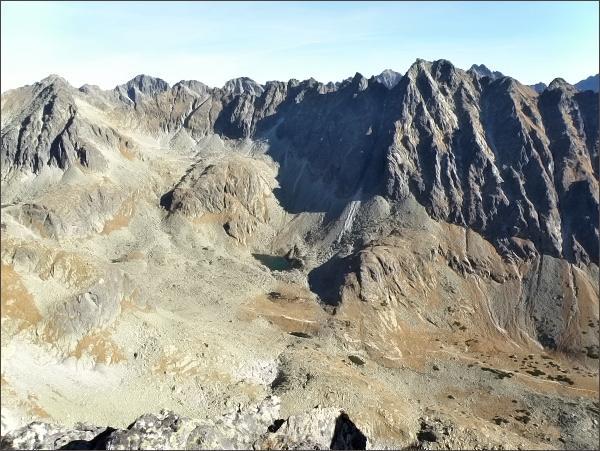 Mlynická dolina a Hrebeň Bášt (nejvyšší Satan) a Štrbský štít (vlevo) z Malého Soliska