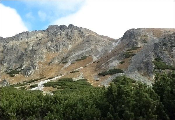 Furkotská dolina. Zprava Soliskový hrb a Soliskové sedlo, dále Štrbské, Furkotské a Malé Solisko