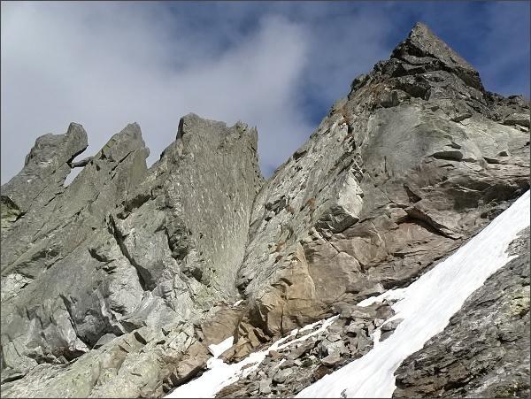 Severní vrchol Veľkej Capej veže (vpravo)