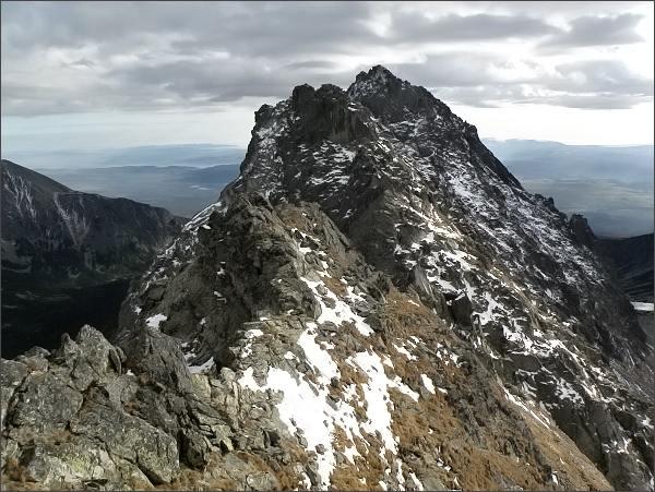 Jižní vrchol Veľkej Capej veže (v popředí)