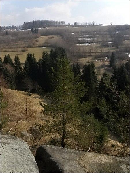 Na mnohých místech výstupu se otevírá krásný pohled na hřeben Javorníků.