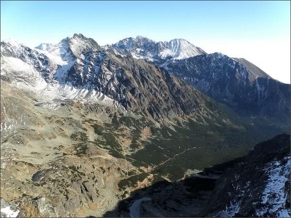 Zadná Bašta, pohled do Mengusovskej doliny. Zleva Koruna Vysokej, Gerlachovský štít, Končistá a Tupá