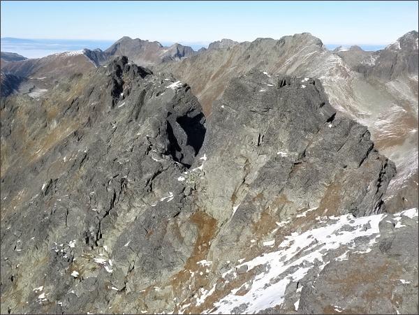 Zadná Bašta. Prostřední (nejblíže) a severní vrchol