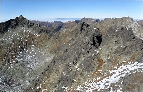 Zadná Bašta, jižní vrchol. Pohled na severní část Hrebeňa Bášt., vlevo Štrbský štít