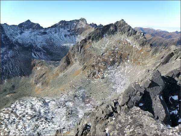 Kriváň, Furkotský štít, Hrubý vrch a Štrbský štít ze severního vrcholu Zadnej Bašty