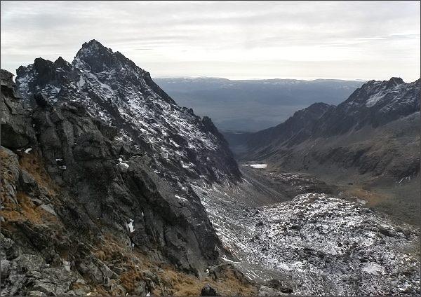 Mlynická dolina z Hlinskej veže. Vlevo Zadná Bašta a Satan