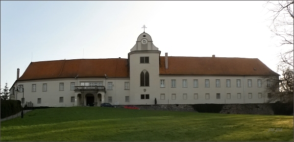 Lomnice, zámek