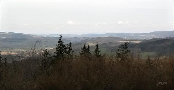 Rozhledna na Malém Chlumu. Pohled k severovýchodu, do Boskovické brázdy (Malá Haná). <br />Na horizontu slabě viditelný zasněžený hřeben Hrubého Jeseníku