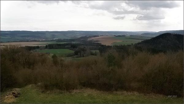 Rozhledna na Malém Chlumu, pohled k východu a jihovýchodu. <br />V popředí Blanenský prolom, na horizontu Adamovská vrchovina. <br />Vlevo uprostřed město Rájec - Jestřebí