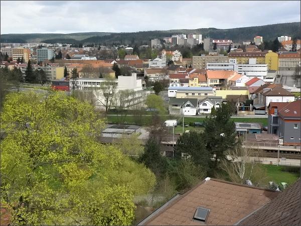 Centrum Blanska se zámkem z věže kostela sv. Martina