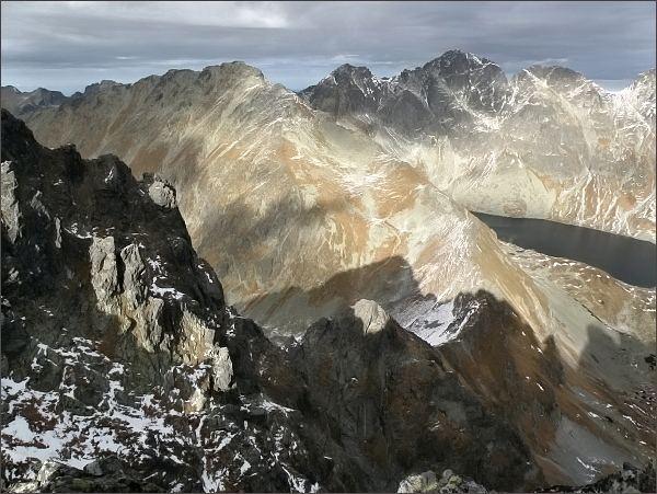 Pohled z Veľkej Capej veže k severu. Kôprovský štít, Čubrina, Veľký a Prostredný Mengusovský štít (vpravo)