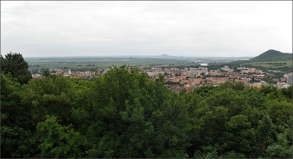 Mostná hora. Pohled na Litoměřice a k Hazmburku