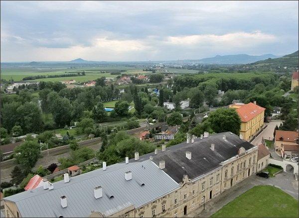 Litoměřice, katedrála sv. Štěpána. Pohled přes Labe k Hazmburku